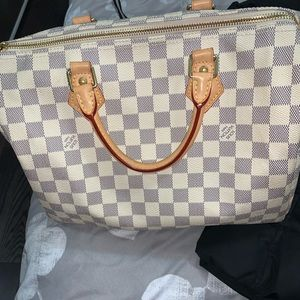 Louis Vuitton Speedy 30. Great condition.